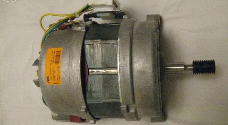 Поломка в двигателе может стать причиной сбоя программ стиралки